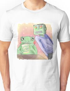 Robot flirting with frog whos eating a sandwich  Unisex T-Shirt