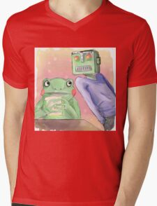 Robot flirting with frog whos eating a sandwich  Mens V-Neck T-Shirt