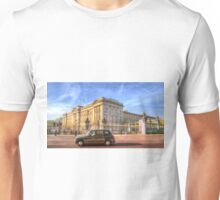 London Taxi And Buckingham Palace  Unisex T-Shirt