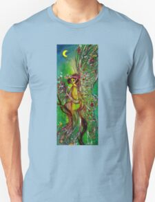 GREEN FAIRY WITH GOLD SILVER SPARKLES IN MOONLIGHT T-Shirt