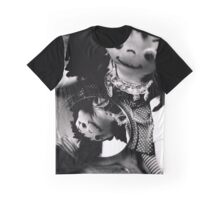 Dolly looking in a mirror Graphic T-Shirt