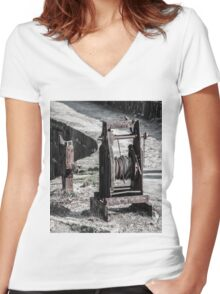 Harbour Winch Women's Fitted V-Neck T-Shirt