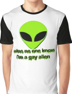 Online no one knows I'm a gay alien Graphic T-Shirt