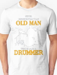 NEVER UNDERESTIMATE AN OLD MAN WHO IS ALSO A DRUMMER Unisex T-Shirt