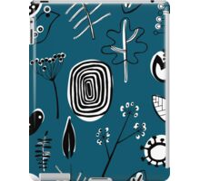 Floral doodle seamless nature pattern print on blue iPad Case/Skin