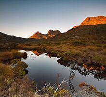Sunrise at Tinnies Tarn by tinnieopener