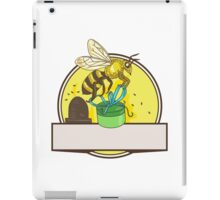 Bee Carrying Gift Box Skep Circle Drawing iPad Case/Skin