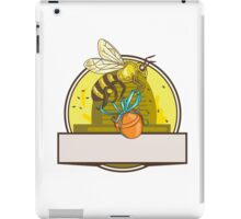 Bee Carrying Honey Pot Skep Circle Drawing iPad Case/Skin