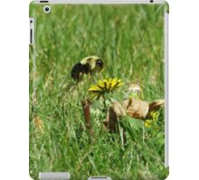 Bumble Bee Flying to Flower iPad Case/Skin