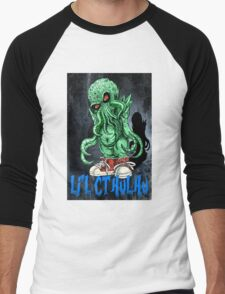 HP LOVECRAFT LIL CTHULHU (BACK GROUND) Men's Baseball ¾ T-Shirt