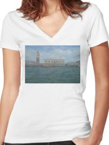 VENEZIA Women's Fitted V-Neck T-Shirt
