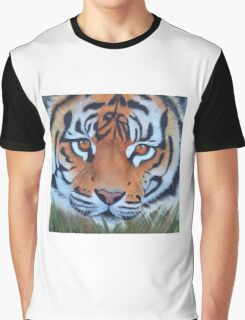 Prowling tiger (12) Graphic T-Shirt