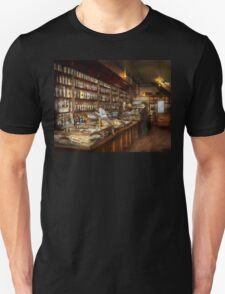 Apothecary - A vist to the chemist 1913 Unisex T-Shirt