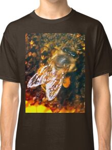 Bee up close Classic T-Shirt