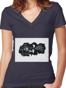Spraying Dracula Women's Fitted V-Neck T-Shirt