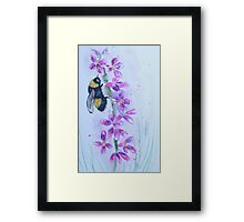 Bumble bee sitting on a flower Framed Print