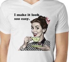 "Retro 'I Make It Look So Easy."" Housewife Mens V-Neck T-Shirt"