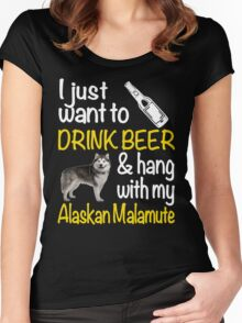 I just want to drink beer & hang with my Alaskan malamute Women's Fitted Scoop T-Shirt