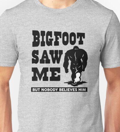 Bigfoot saw me but nobody believes him Unisex T-Shirt