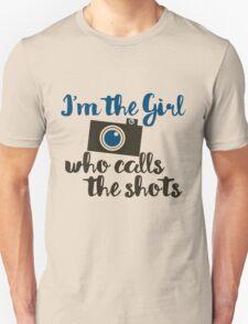 I'm the girl who calls the shots  Unisex T-Shirt
