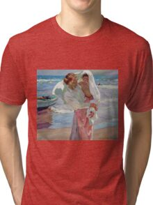 Joaquin Sorolla Y Bastida - After Bathing 1915. Mother with kid portrait: cute girl, mother and daughter, female, Sea views, child, beautiful dress, lovely family, mothers day, memory, sea, baby Tri-blend T-Shirt