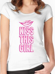 Kiss this girl with cute vintage lips Women's Fitted Scoop T-Shirt