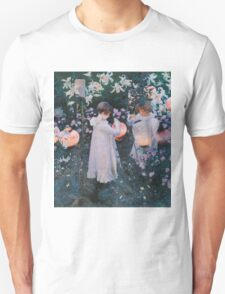 John Singer Sargent - Carnation, Lily, Lily, Rose. Girl portrait: cute girl, girly, female, pretty angel, child, beautiful dress, face with hairs, smile, little, kids, baby Unisex T-Shirt