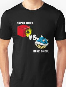 Super horn vs Blue Shell  T-Shirt