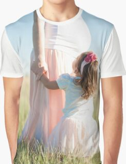 Girl looks at her mother's pregnant Graphic T-Shirt
