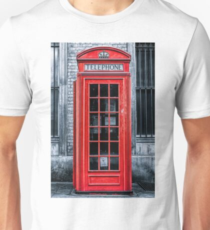 London - Telephone booth alone Unisex T-Shirt
