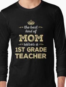 The Best Kind Of Mom Raises A 1st Grade Teacher. Gift For Mom Long Sleeve T-Shirt
