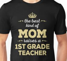 The Best Kind Of Mom Raises A 1st Grade Teacher. Gift For Mom Unisex T-Shirt