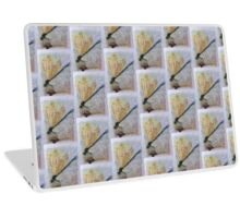 BEAUTIFUL GOLDEN DRAGON FLY RESTING Laptop Skin