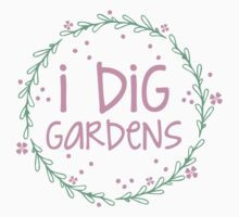 I dig gardens (wreath) Kids Tee