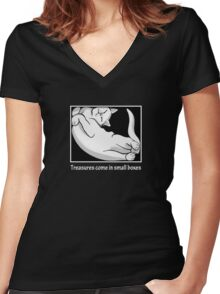 Treasures come in small boxes (2) Women's Fitted V-Neck T-Shirt