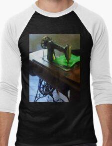 Sewing Machine With Green Cloth Men's Baseball ¾ T-Shirt