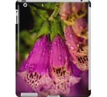 Digitalis purpurea with raindrops iPad Case/Skin