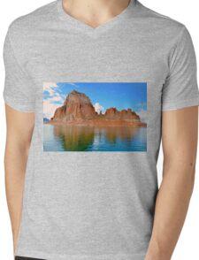 Lake Powell in Page, Arizona USA Mens V-Neck T-Shirt