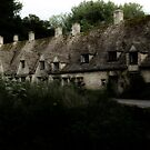 Cottages at Bibury by Photography  by Mathilde