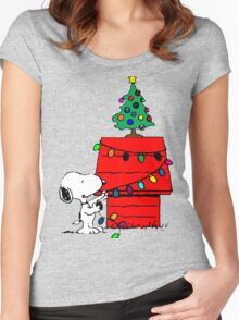 Snoopy Christmas Tree Women's Fitted Scoop T-Shirt