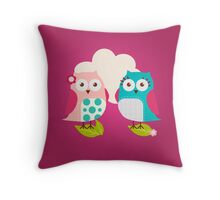 Everybody Loves Owls Throw Pillow