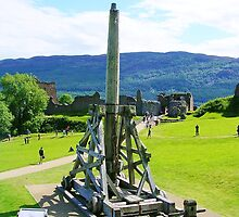 Trebuchet at Urquhart by lezvee