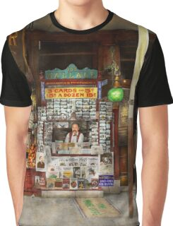 Newsstand - Standing room only 1908 Graphic T-Shirt