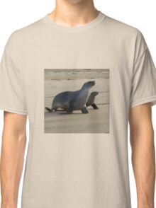 Mum and pup seals Classic T-Shirt