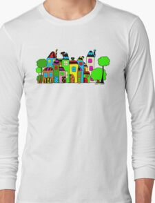 Stadt mit Haus und Baum Long Sleeve T-Shirt