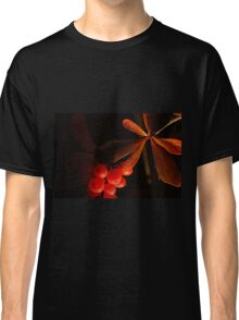 Leaves & berries Classic T-Shirt