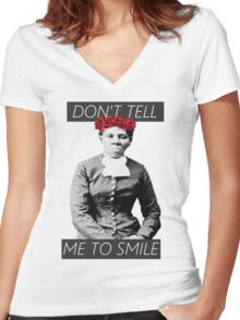 DON'T TELL ME TO SMILE // HARRIET TUBMAN Women's Fitted V-Neck T-Shirt