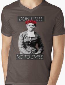 DON'T TELL ME TO SMILE // HARRIET TUBMAN Mens V-Neck T-Shirt