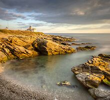 Beavertail Lighthouse at Sunset by mcdonojj