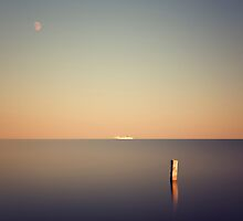 Ship at the horizon by yurybird